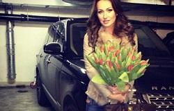 Екатерина Малафеева-Комякова с автомобилем