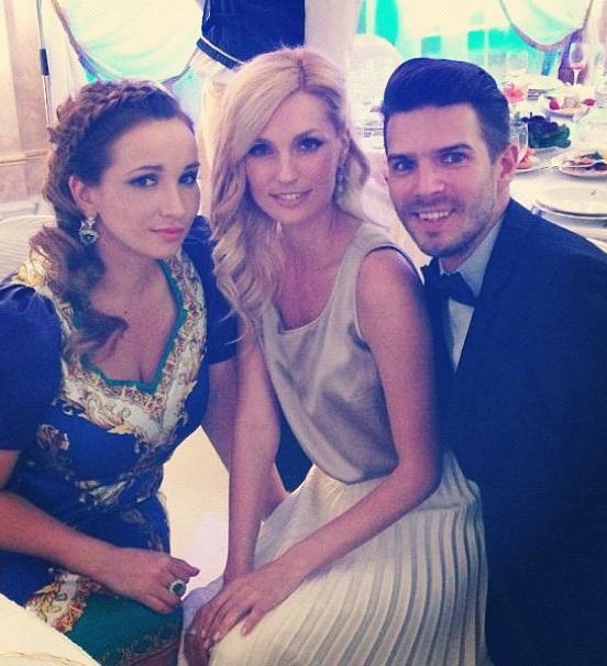 Анфиса Чехова выбрала общество блондинок на свадьбе Леры Кудрявцевой