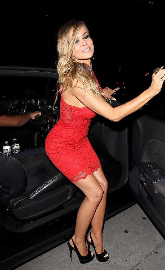 Кармен Электра в красном платье