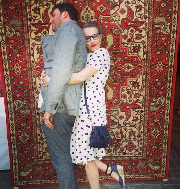 Ксения Собчак заснула с мужем Максимом Виторганом на полу Звездная жизнь Ксения Собчак