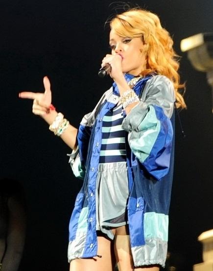 Певица Рианна вышла на сцену без нижнего белья и назвала Польшу Данией Звездная жизнь Рианна