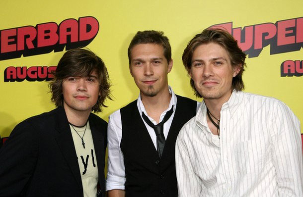 the life and career of hanson Hanson began, but didn't complete, the 2012's chasing mavericks, a biopic about surfer jay moriarity the director dropped out of the project due to an undisclosed illness, and michael apted took over helming duties before starting his filmmaker career, hanson was a photographer and editor for cinema magazine.
