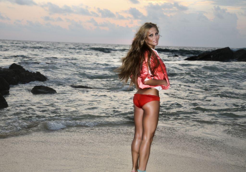 Новые фото Елены Галицыной на пляже