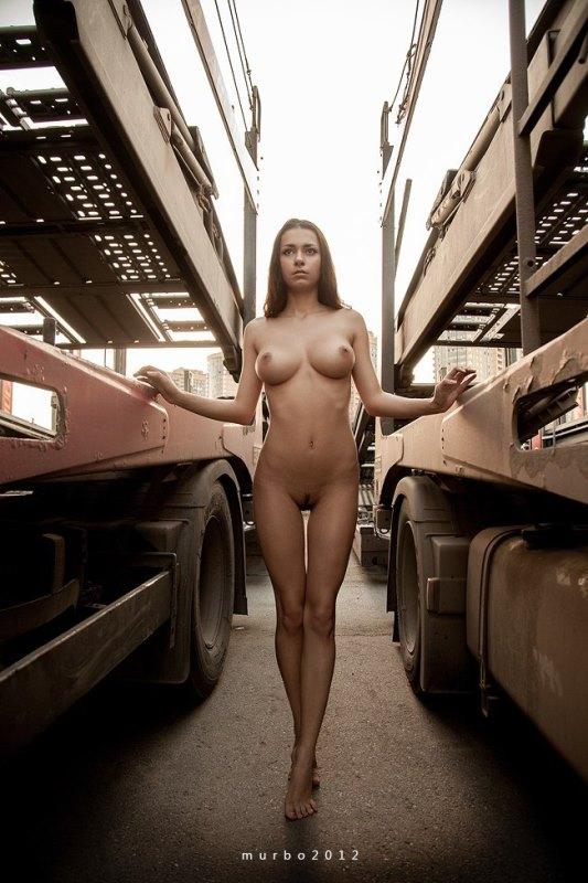 фото голых моделей в авто