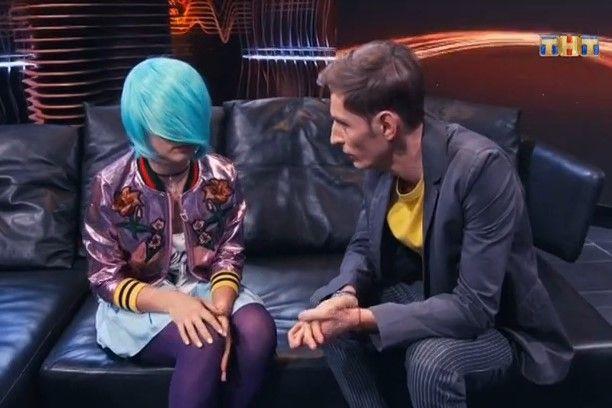 KISA (КИСА) Фото - певица, скрывает лицо за голубыми волосами, париком / Страница - 3