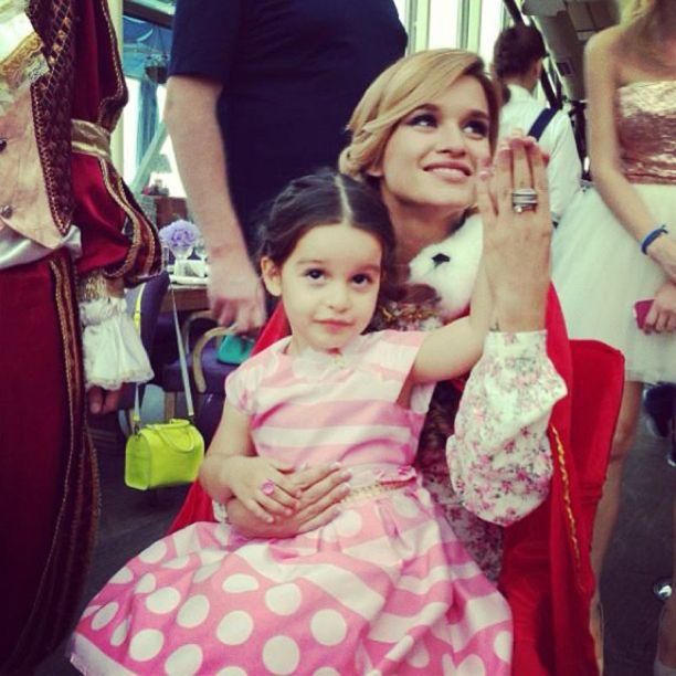 Телеведущая Ксения Бородина с дочкой Марусей (Звезды с детьми)