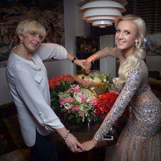 Ольга Бузова презентовала новую песню в серебристом платье