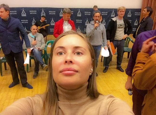 Юлия Михалкова Работница Жэка Прозрачная Блузка Фото