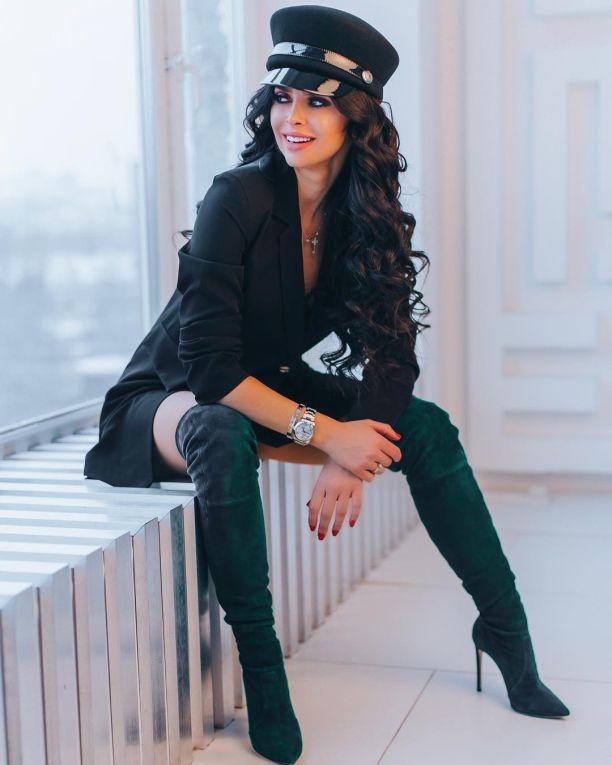 Виктория Романец делает брови Фото - участница проекта Дом-2, пластика
