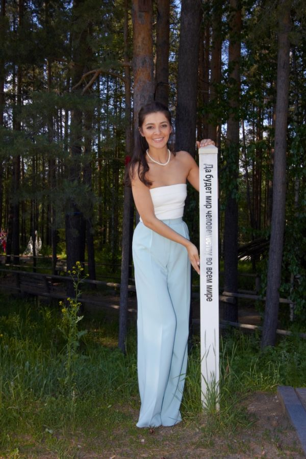 http://www.howstar.ru/i/womenrus/ZarinaKirgizova/ZarinaKirgizova9988.jpg