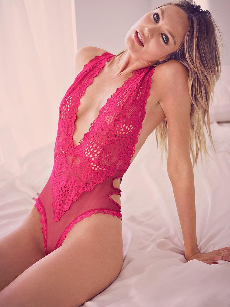 Кэндис Свейнпол представила невероятно красивое белье от Victoria Secret