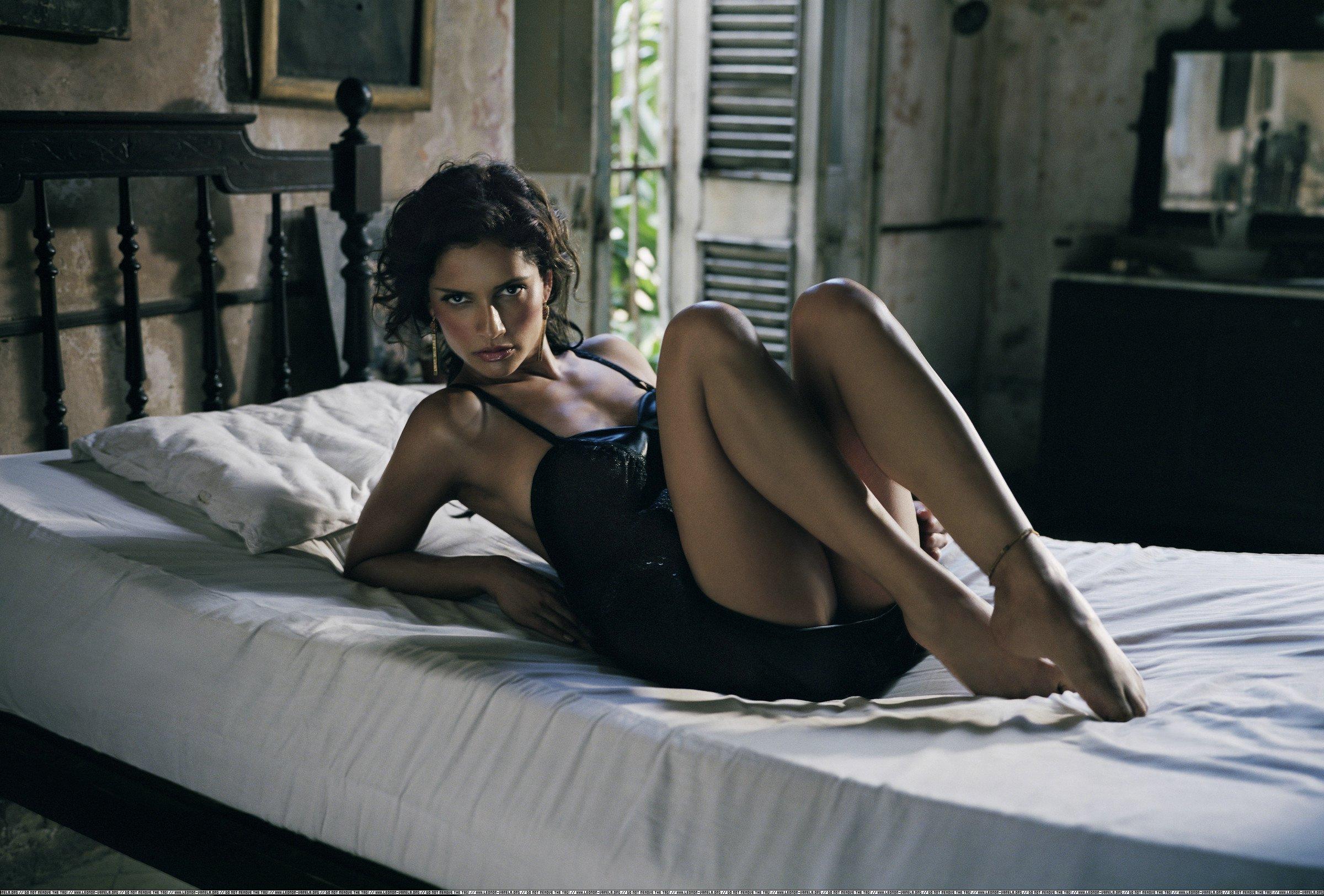 Фото девушка на кровати 22 фотография