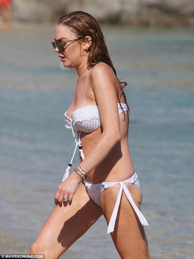 Линдси Лохан в бикини на пляже
