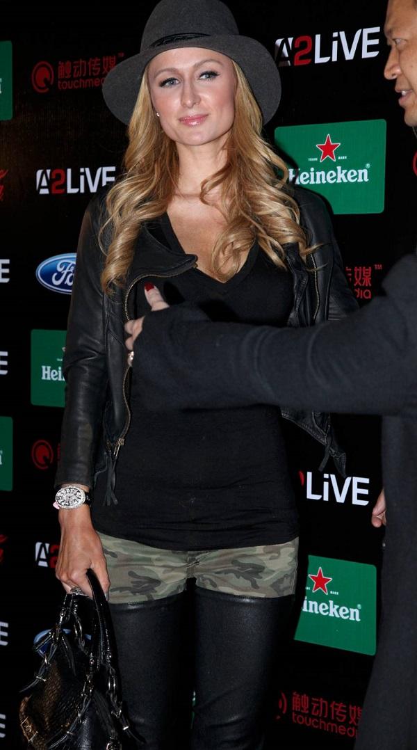 Модница Перис Хилтон пришла в странном наряде на вечеринку