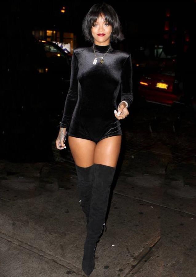 Rihanna im papst look